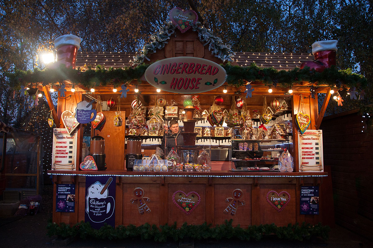 (10)London_Gingerbread_House(DeenaDanielle)