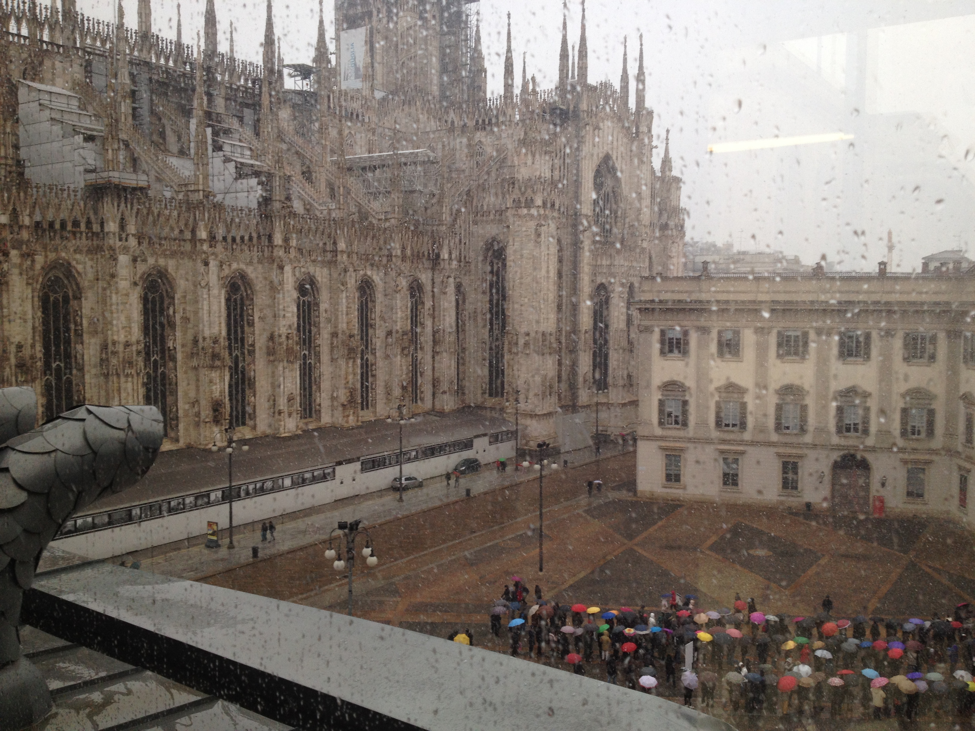 Milan_Duomo_Umbrellas
