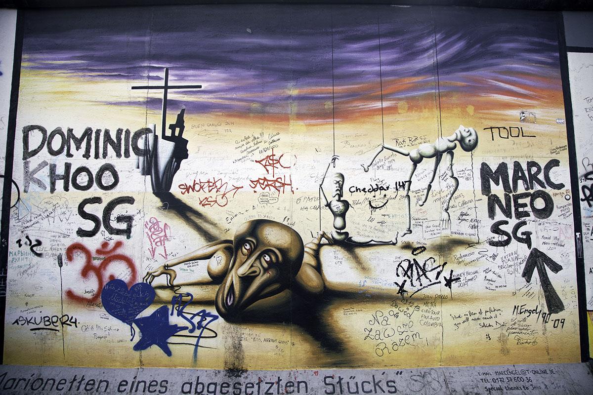 Berlin_Wall_Struggle(DeenaDanielle)
